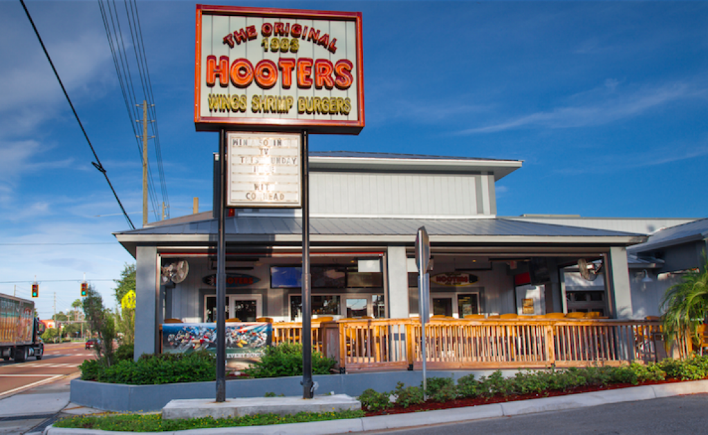 Cancel All Your Plans Because Hooters Is Giving Away Free Wings For Valentine's Day