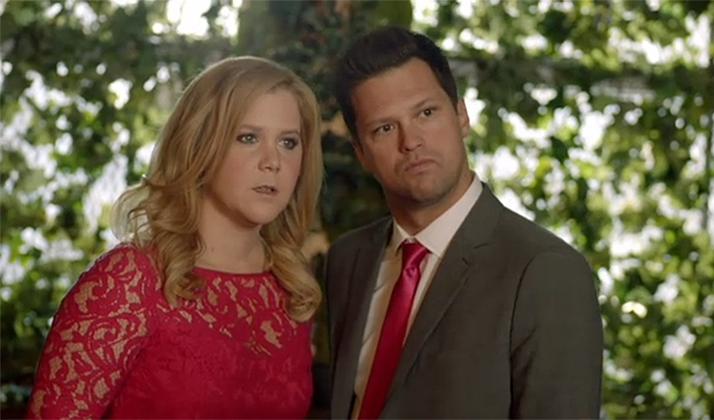 Here's A Deleted Scene From Amy Schumer Where She Makes Fun Of Engagement Photos