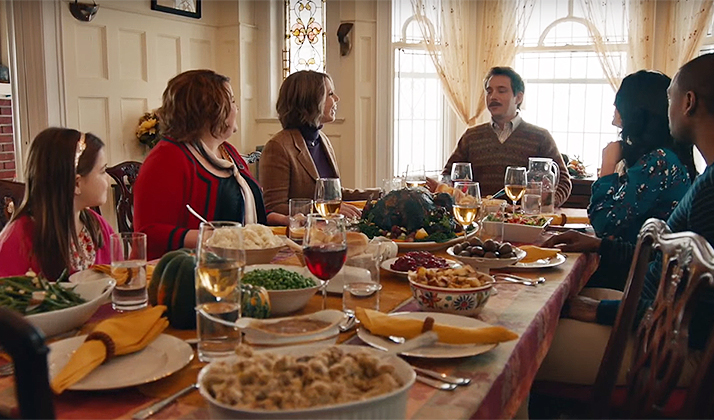 20 Alternate Conversation Topics To Distract Your Family During Thanksgiving Dinner