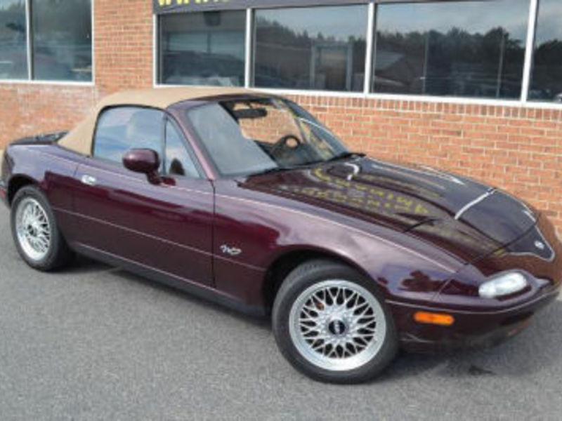 How Can You Look At This Old Miata Ad And Not Buy One Immediately?
