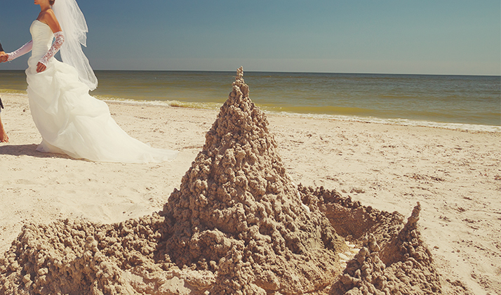 Some Idiots Are Spending Thousands Of Dollars To Have Sand Sculptures At Their Weddings
