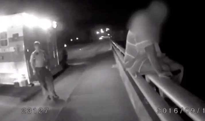 Watch This Cop Bond With A Guy Trying To Jump Off A Bridge By Talking About His Hatred For The Dallas Cowboys