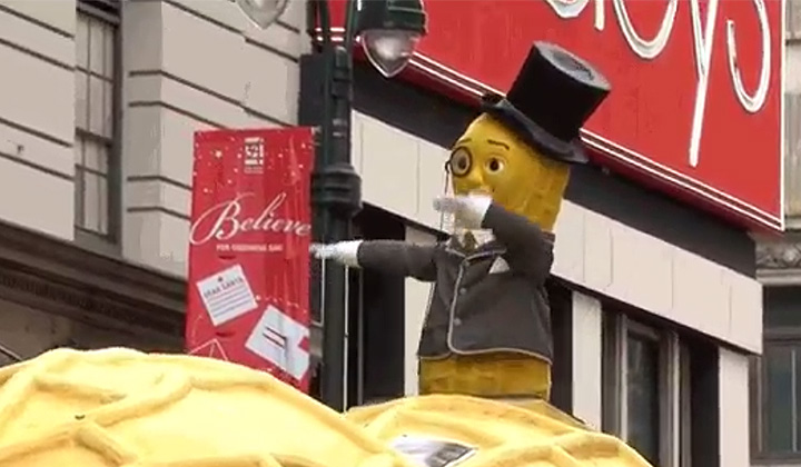Mr. Peanut Singlehandedly Kept The Dab Alive At Today's Macy's Thanksgiving Parade